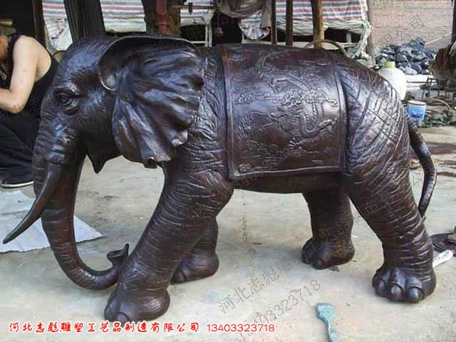 所属分类:产品展示->动物雕塑->铜大象